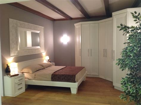 donne al letto da letto con cabina armadio ad angolo contado
