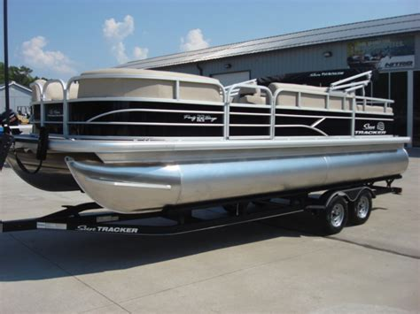 sun tracker pontoon boat reviews sun tracker party barge 22 pontoon boats new in warsaw mo