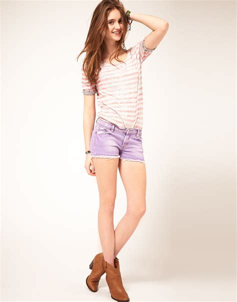 colored shorts trend to try colored denim shorts fashion trend seeker