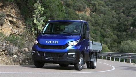 iveco daily cabinato il nuovo iveco daily cresce in capacit 224 di carico e cala