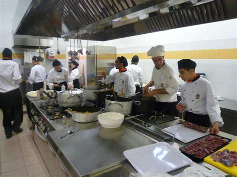 scuola di cucina cagliari l alberghiero di cagliari 232 senza cucina i fornelli sono