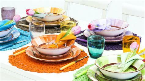 bicchieri plastica colorati dalani piatti colorati a tavola con brio