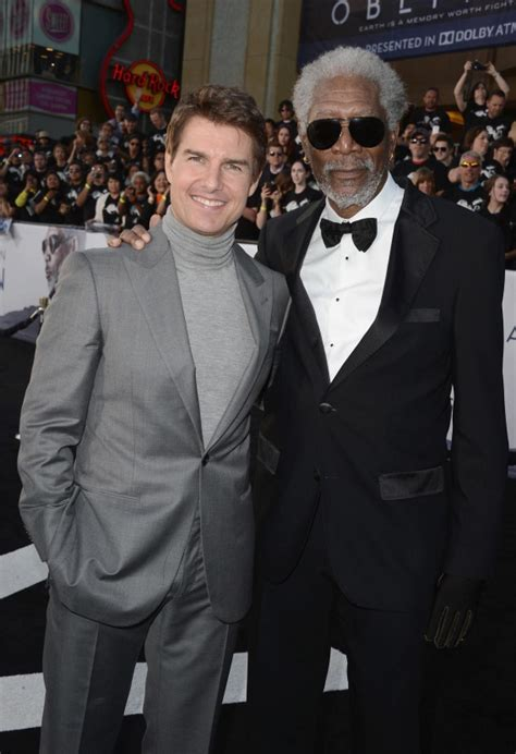 tom cruise arrives hours early at oblivion premiere to
