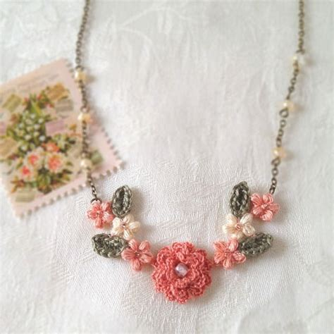 crochet pattern flower necklace crochet flower necklace jewels and tips pinterest