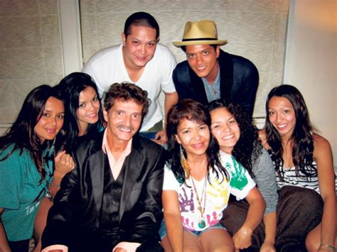 bruno mars biography family family dad peter hernandez mom bernadette san perdo