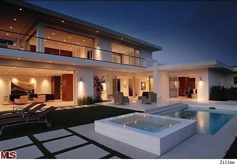 Matthew Perry Sells Los Angeles Home    Finally! (House of the Day)