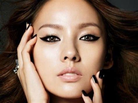 cara membuat alis dengan eyeliner makeupningrumium tips tips memakai eyeliner yang tepat sesuai dengan bentuk mata