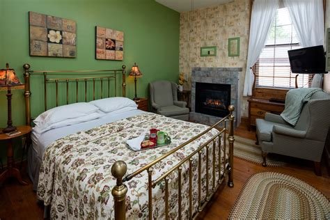 bed and breakfast illinois bed and breakfast galena il best christmas country inn
