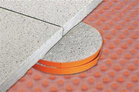 keramikplatten in splitt verlegen stelzlager terrasssenplatten balkonfliesen mit stelzlager
