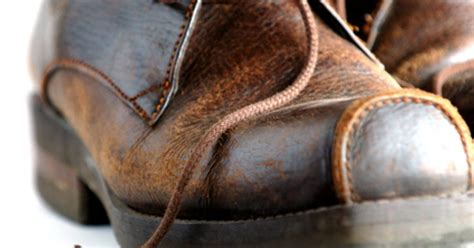 how to remove an stain from leather shoe ehow uk