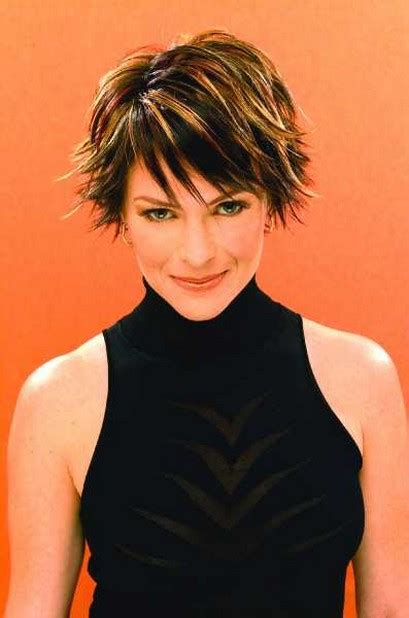 razor cut hairstyles for older women with wavy hair guinevere turner razor cut short hair styles