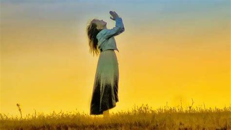 imagenes cristianas orando de rodillas orar con fe predicas de peter wagner