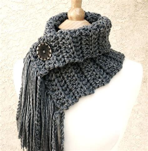 knitting pattern scarf with button 25 best ideas about cowl scarf on pinterest loom