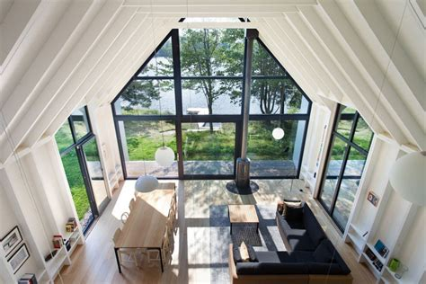 yh  designed   lakeside vacation house  quebec