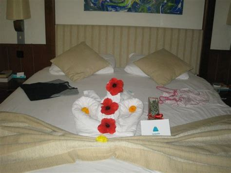 decorating hotel room for birthday bedroom which had been decorated for my husband s birthday picture of turquoise resort hotel