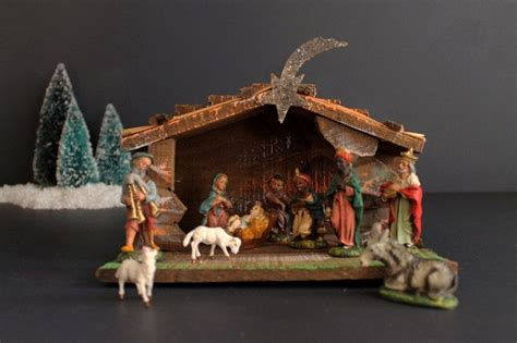 vintage 19 piece nativity set from italy vintage italian painted nativity 11 creche folding stable made in italy by