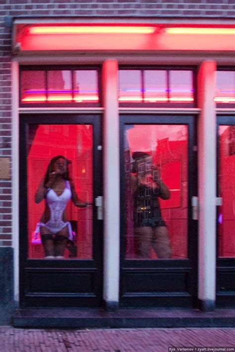 Mini Apartment by Red Light District In Amsterdam 23 Pics