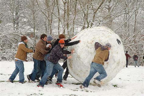 Snowy Gamis snow to play