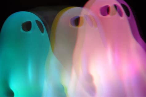 Ghost Of A why were americans obsessed with ghosts in the 1940s