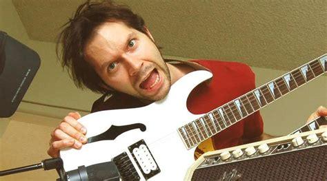 Baju Gitaris Paul Gilbert Mr Big 10 gitaris tercepat di dunia 171 ls leo sihombing