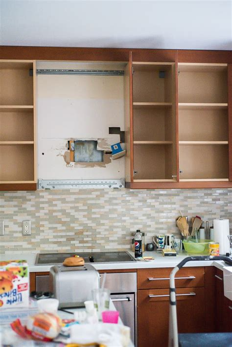 steps to paint kitchen cabinets you can paint kitchen cabinets it s easy and it can make