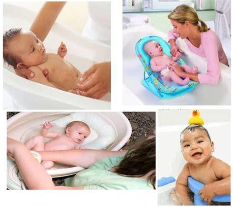Tempat Tidur Bayi Yang Baru Lahir memandikan bayi yang baru lahir