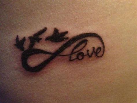 lovelypubichair com tatouage femme nuque infini love