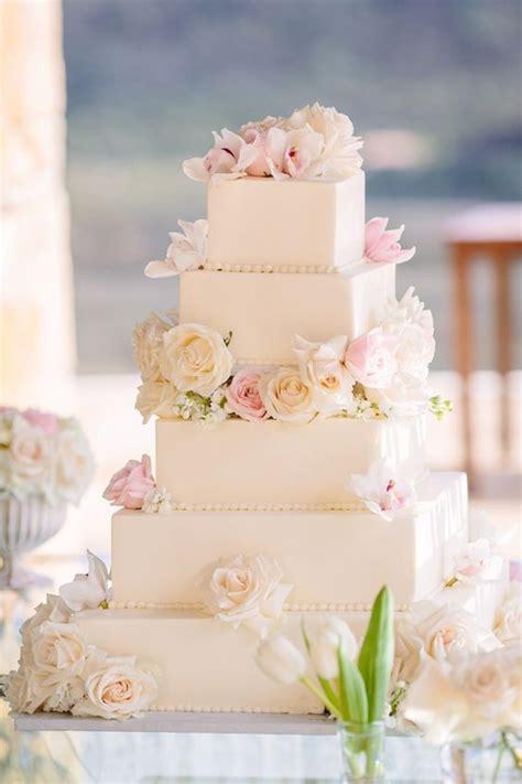 unique  eye catching square wedding cake ideas