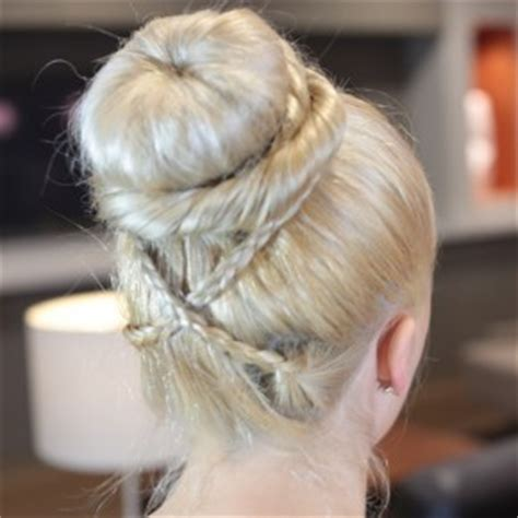 the doughnut updo updo hairstyles page 14 updo hairstyles volume updo