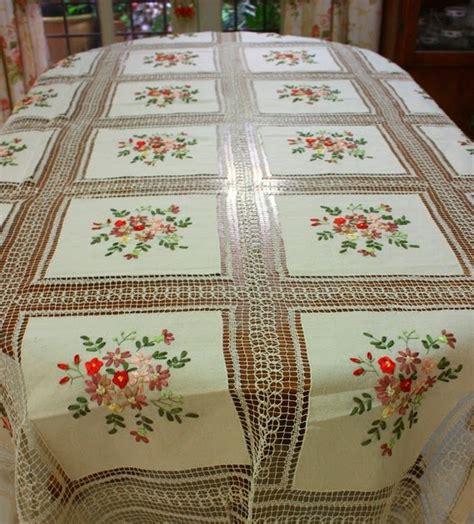 Taplak Meja Table Runner Kotak Tisue Sarung Bantal Kursi 3 dunia alas meja saprah meja kopi table runner sarung kusyen dan kotak tisu meja makan 72
