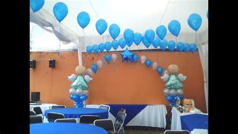 como hacer adornos con globos para bautizo