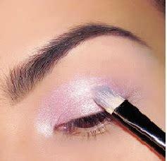 Eyeshadow Biru Tua tutorial make up mata untuk mata belo