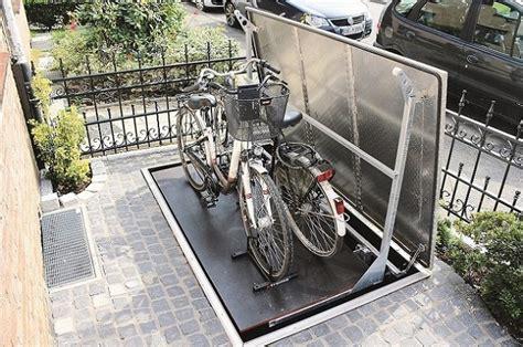 fahrrad in der garage aufhängen fahrradgarage der clevere weg ihr fahrrad zu verstauen