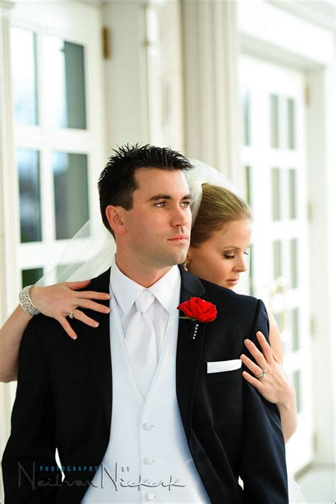 Wedding Picture Poses by Wedding Photography Tips On Posing Asymmetry Tangents