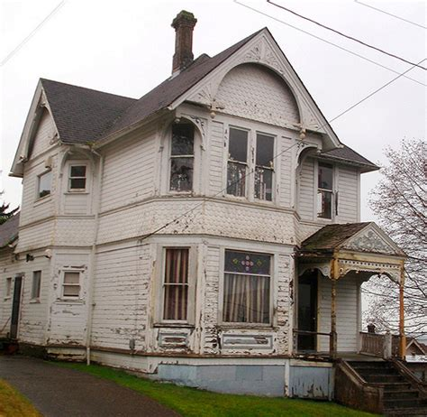house needs beautiful old victorian house needs some love flickr