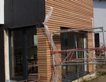 Haus Verkleiden Mit Holz by Fasadenverkleidung Haus Mit L 228 Rchenholz Holz Verkleidung
