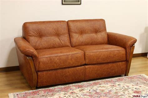 divano letto pelle divano letto matrimoniale in pelle con legno nei braccioli