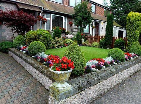 desain taman bunga depan rumah 65 desain taman depan rumah mungil minimalis