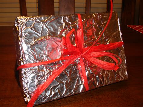 16 ideas for wrapping presents without wrapping paper