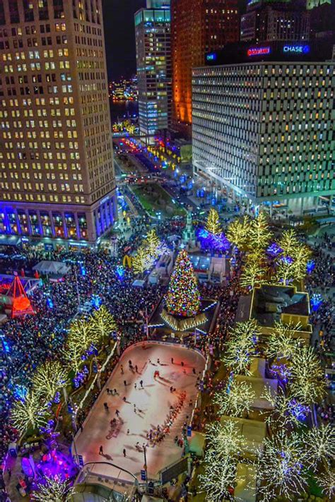 downtown detroit tree lighting wordless wednesday christmas in detroit single in detroit