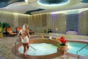 Jacuzzi Bathtub Hotels Bond With Your Boo The Best Vegas Spas For Valentine S