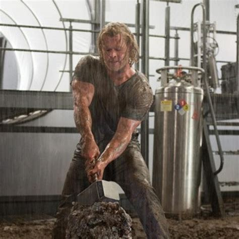 how much can chris hemsworth bench the thor workout triple a fitness