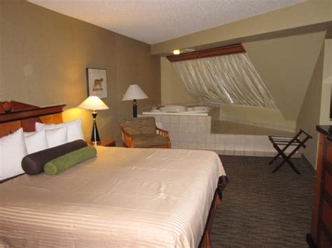 rooms in vegas with tubs bed and soaking tub picture of luxor las vegas las vegas tripadvisor