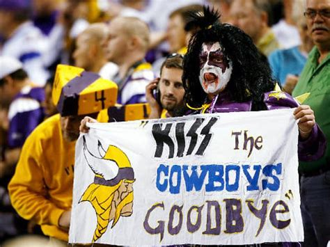 nfl qbs on facebook goodbye farewell and amen favre leads vikings to final four ny daily news