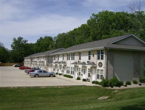 one bedroom apartments in charleston il carlyle apartments 905 a street rentals charleston il