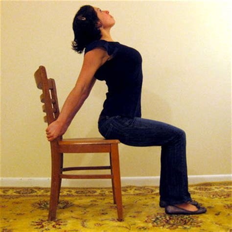 Desk Stretches For Neck And Shoulders by Desk Stretches To Relieve Neck And Shoulder Tension