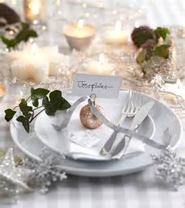 Setting Christmas Table - 35 christmas table settings you gonna love digsdigs
