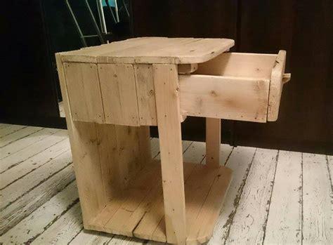 table de nuit en palette table de chevet palette table de chevet en bois de