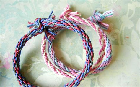 Hemp Braiding Knots - make hemp friendship bracelets and more with a kumihimo