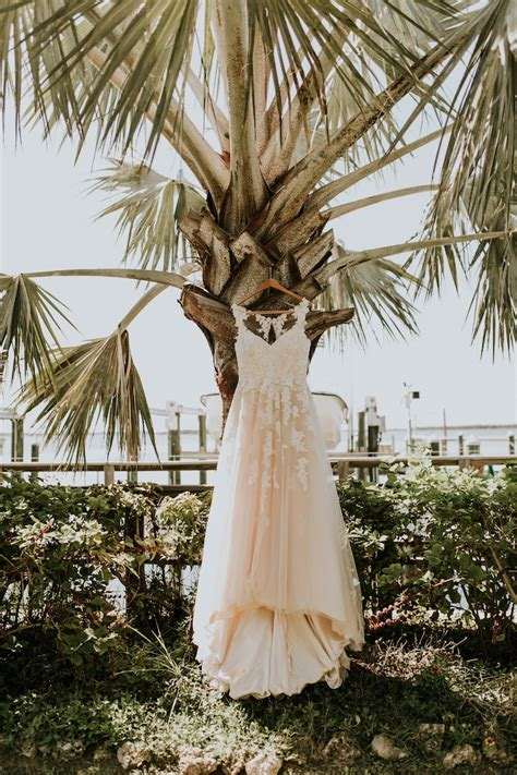 Wedding Dresses Palm by 22 Themed Wedding Ideas Weddingdresses